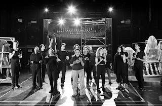 """""""Απόψε αυτοσχεδιάζουμε"""" του Λουίτζι Πιραντέλλο, σε σκηνοθεσία Δημήτρη Μαυρίκιου."""
