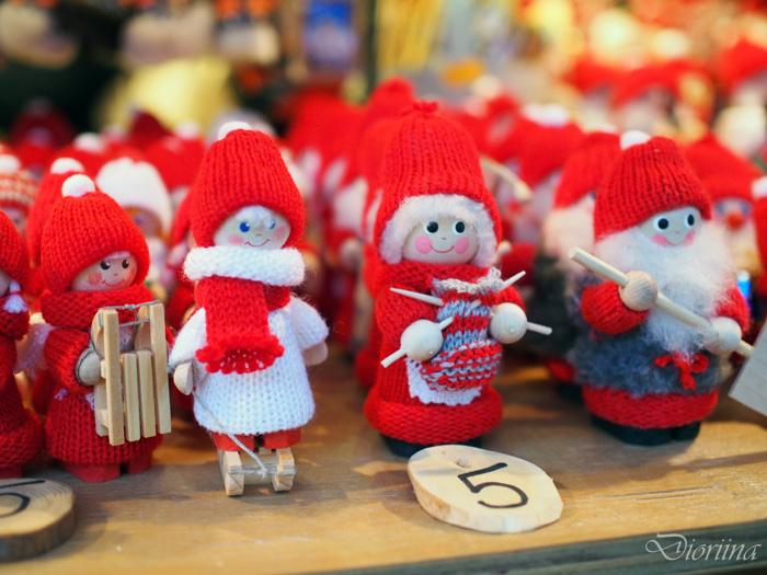 Tonttuja Tallinnan Joulutorilla