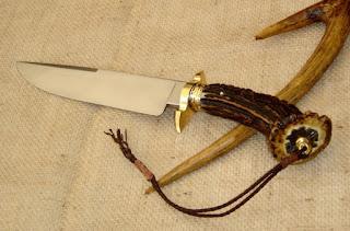 confecção de objetos artesanais; como facas, punhais e outros.