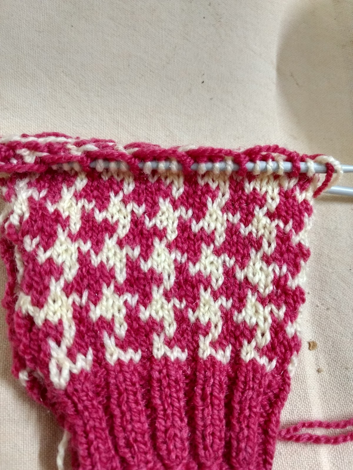recreation: Houndstooth knitting pattern