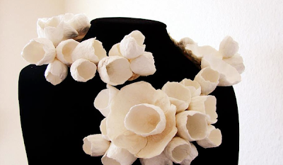 collana di carta modellabile, paper flowers statement necklace