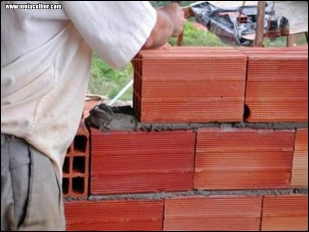 construção com tijolos de 6 furos