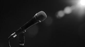 Οι τραγουδίστριες και τα τρυφερά χάδια στην Μύκονο! (vids)
