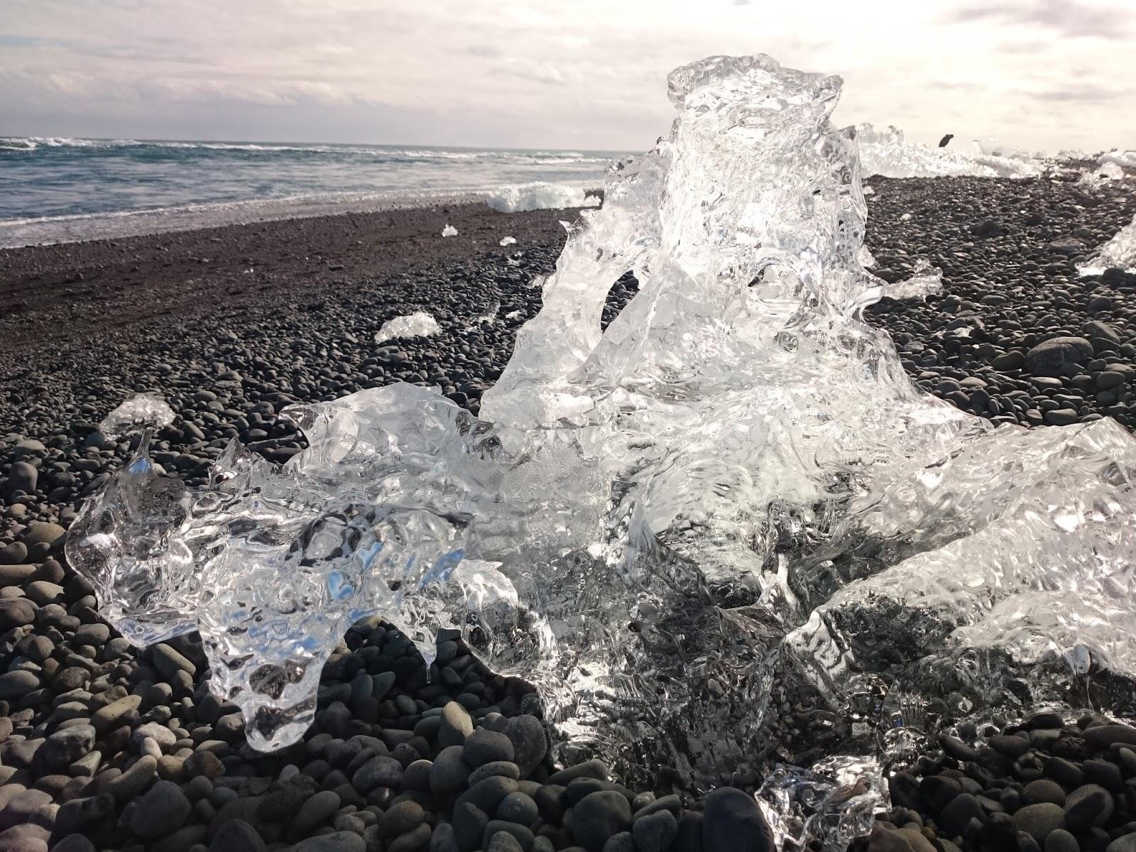 bryła lodu, czarna plaża, Laguna Lodowcowa, Islandia, Ice Lagoon, Jokulsarlon, lodowiec, jezioro, ocean, plaża, panidorcia, blog o Islandii