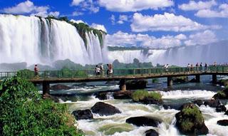 La semana pasada fue lanzada en Foz de yguazú una aplicación que permite a los turistas recibir vía celular mayores informaciones sobre los puntos de interés del local donde se encuentran, además de «tips» de otros puntos turísticos en las cercanías y recomendaciones de otros visitantes.
