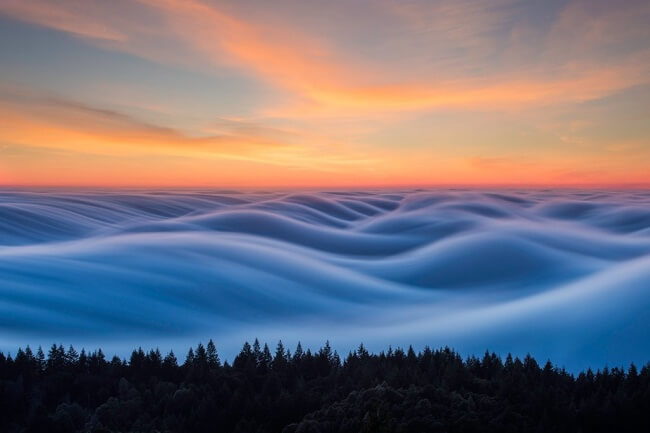 22 Breathtaking Images Of Things You've Never Seen Before - The thick fog looks like waves