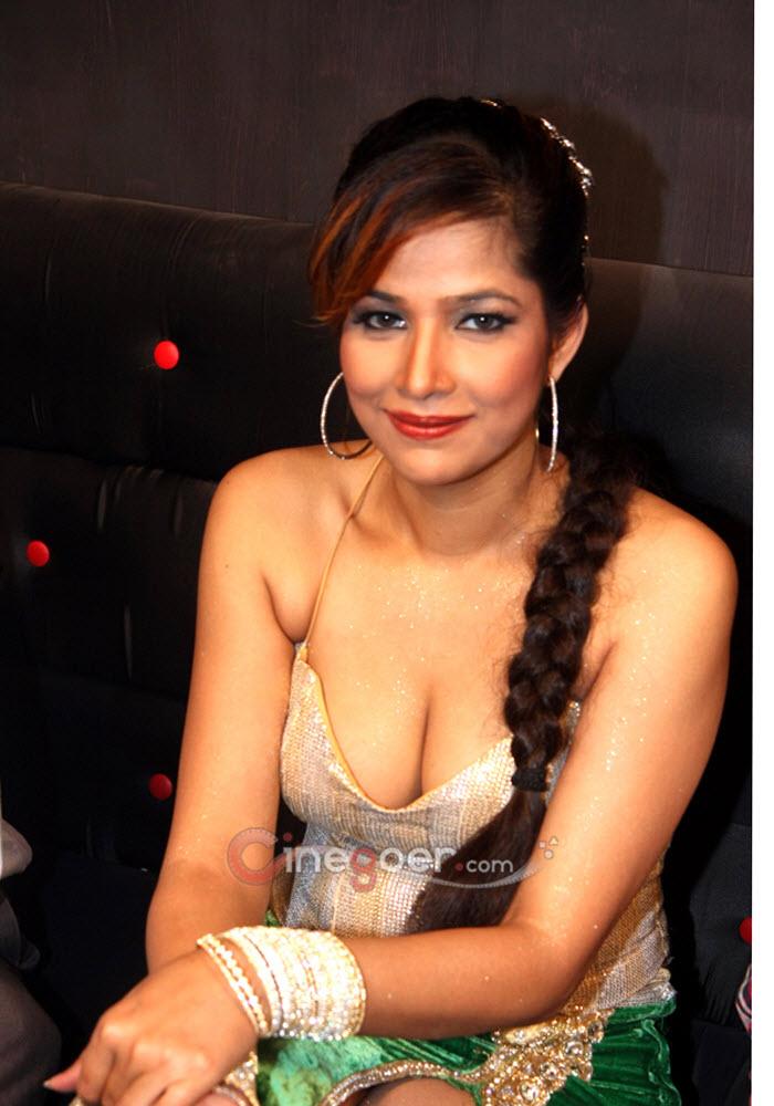 Tanisha Singh Hot Photo Shoot - Photo 16 of 19