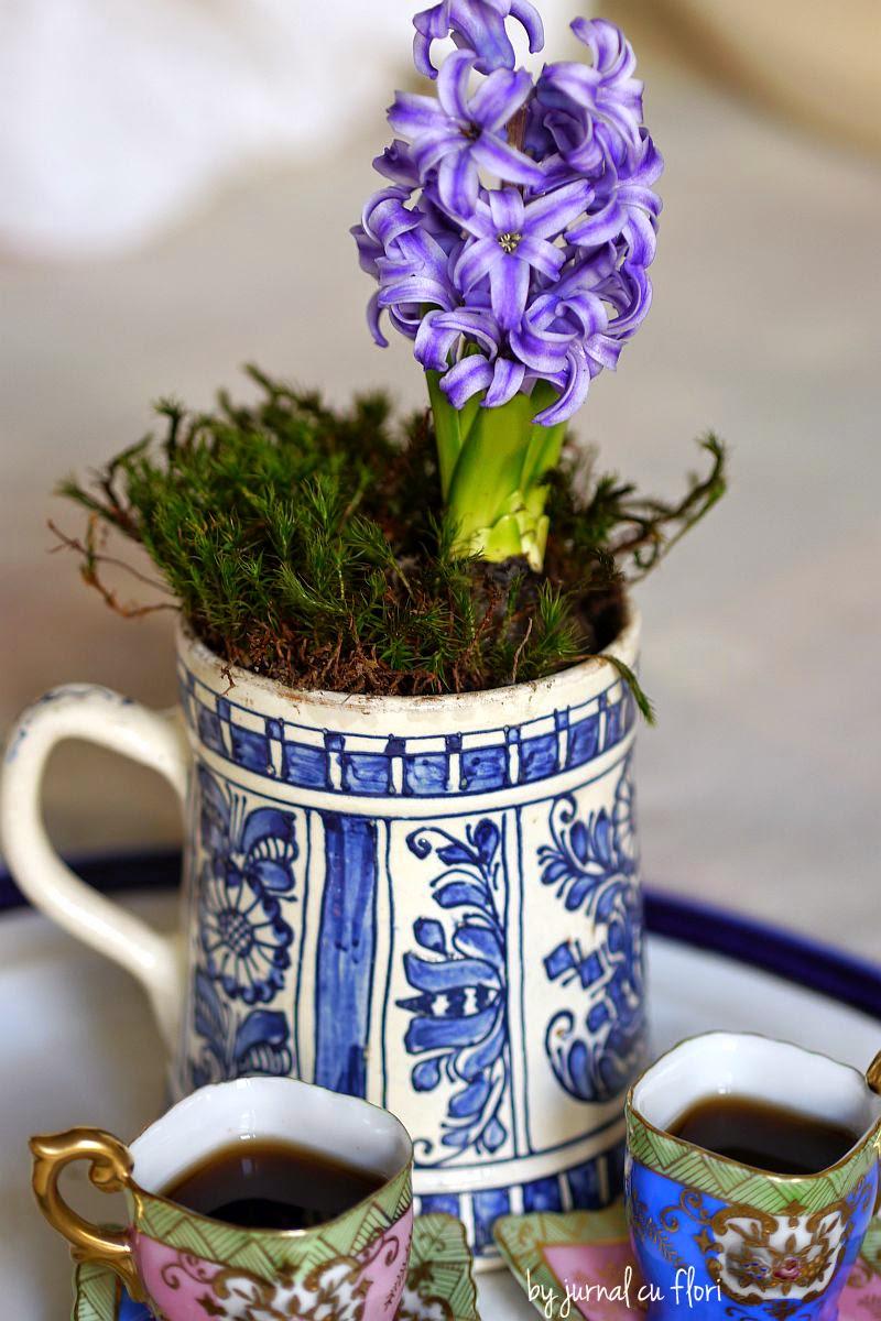 ceramica albastra de korund transylvania floare si cesti chinezesti de cafea