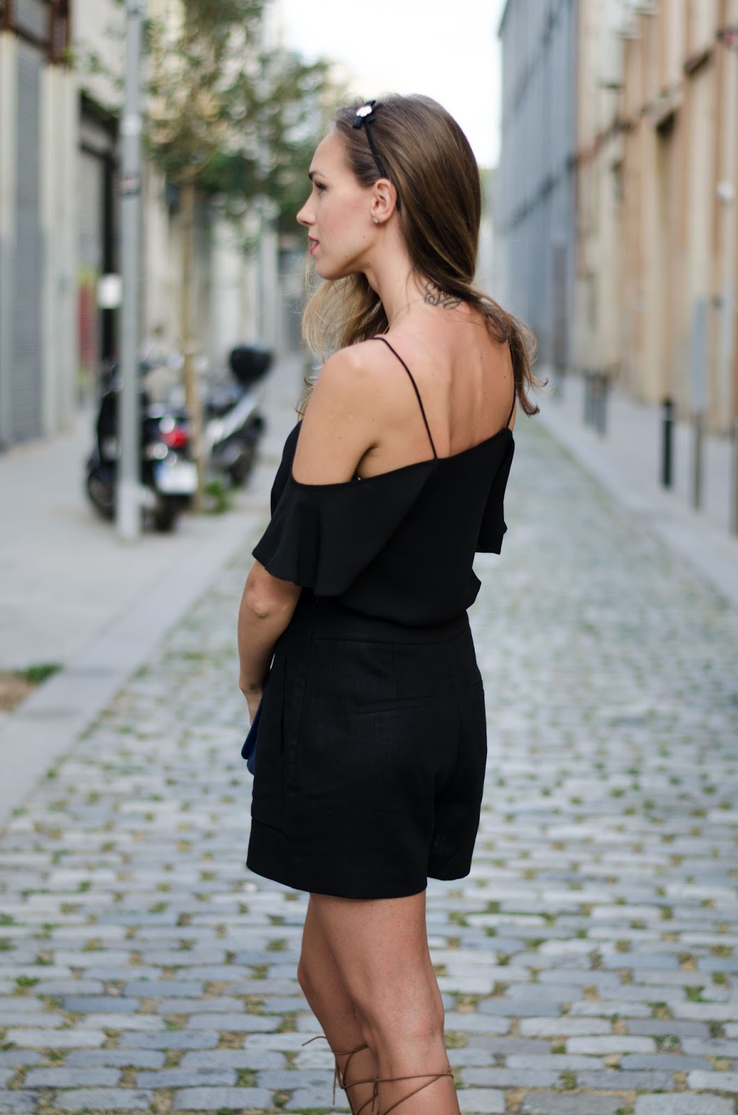 black cold shouder top summer outfit