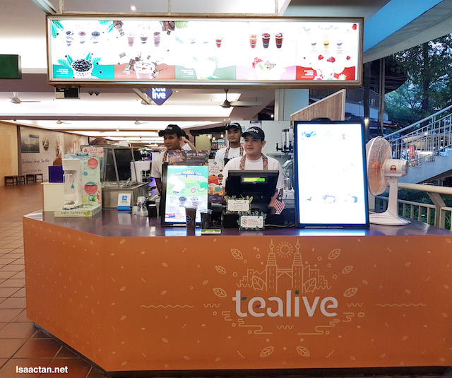 Tealive, our first minum spot that evening!