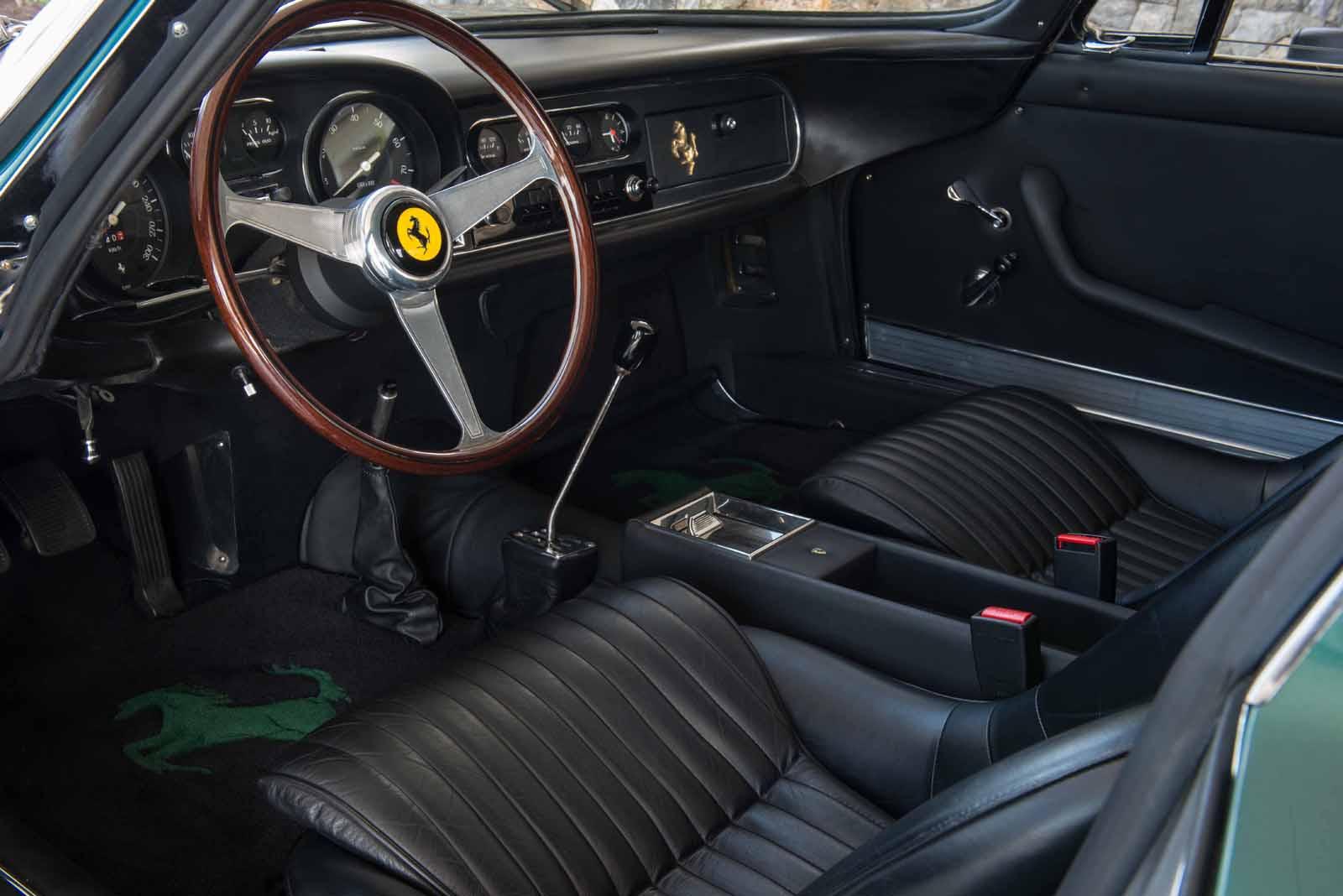 Ferrari 275 GTB/4 1967 là một chiếc xe sang trọng và quá đẳng cấp trong thiết kế