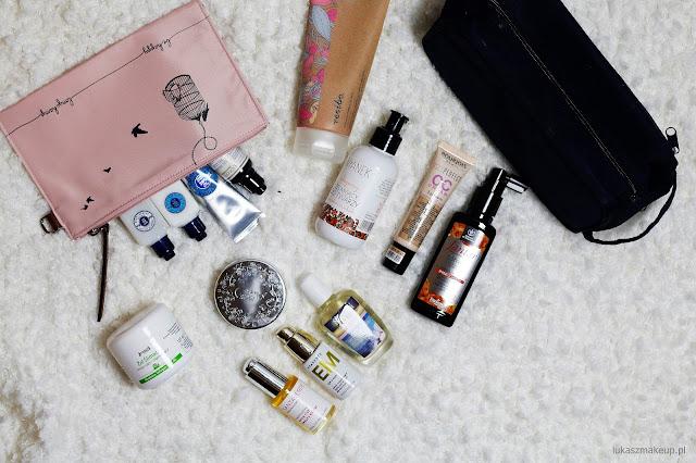 Jakie kosmetyki spakować na wyjazd służbowy ?