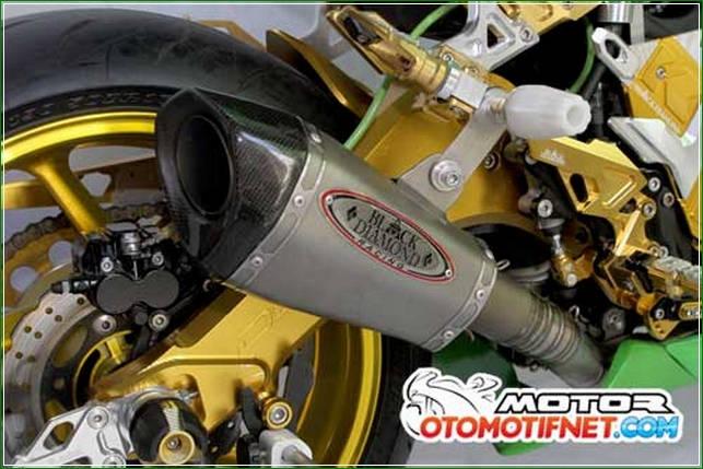 Knalpot Free Flow dari Black Diamond - Cara Melakukan Modifikasi Kawasaki Ninja RR Mono Gaya Moge Sport Yang Simpel Tanpa Menunggu Lama