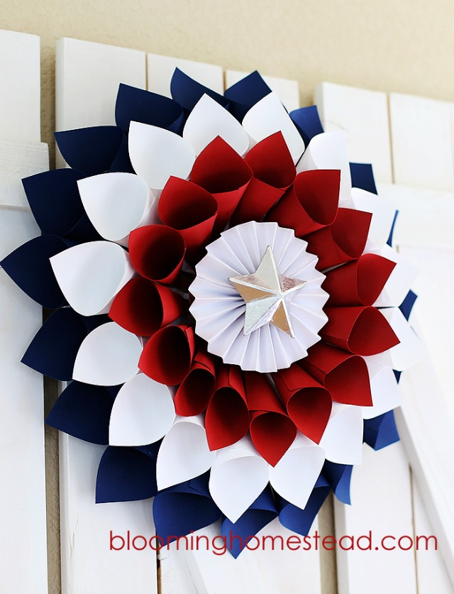 Love this beautiful patriotic wreath made from paper cones! Perfect for the 4th of July!