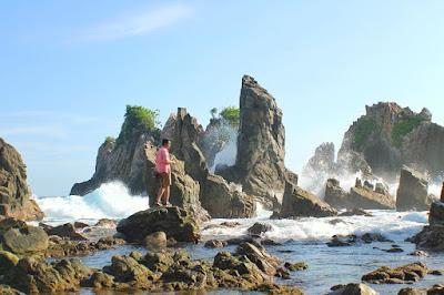 Pantai Batu Layar - Gigi Hiu Pegadungan