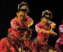 Ciri-Gerakan-Tari-Jaipong-Jawa-Barat-Serta-Properti-Dan-Musik-Pengiring