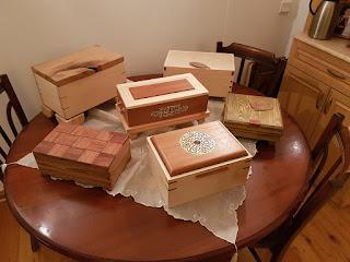 Muhtelif ebat ve şekillerde dekoratif kutular