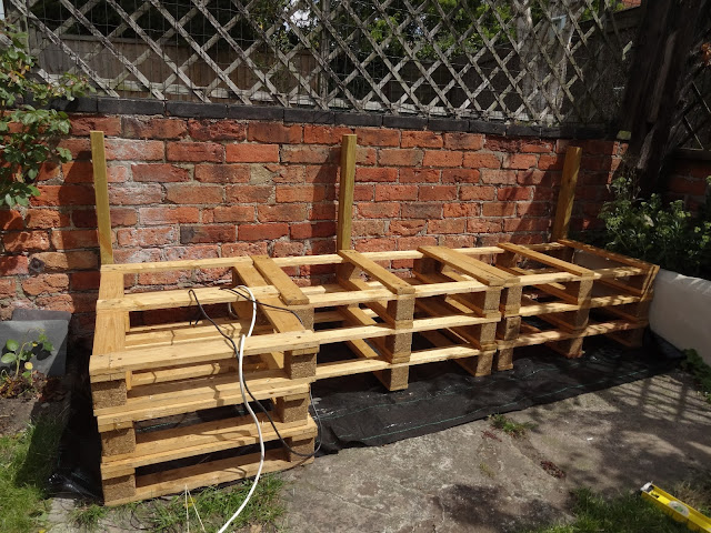 How to Build Pallet Seating