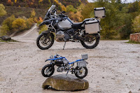 BMW R 1200 GS Adventure (2017) Side and Lego Technic 42063