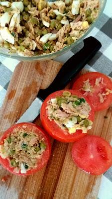 Tomates farcies thon et oeufs; facile et délicieuses tomates farcies!