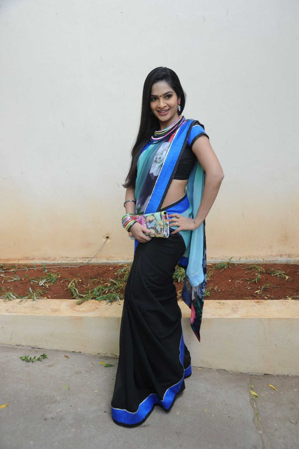 Tollywood Actress Hip Navel Show In Blue Saree Madhumitha