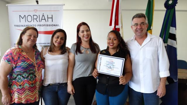 CRAS de Jacupiranga certifica 20 mulheres em curso de doces e salgados