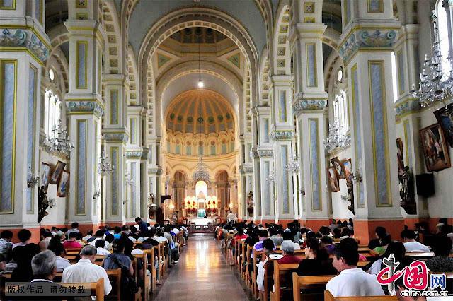 A catedral de São José, em Tianjin, foi feita por missionários jesuítas franceses em 1917, e os católicos se mantém perseverantes malgrado as perseguições comunistas