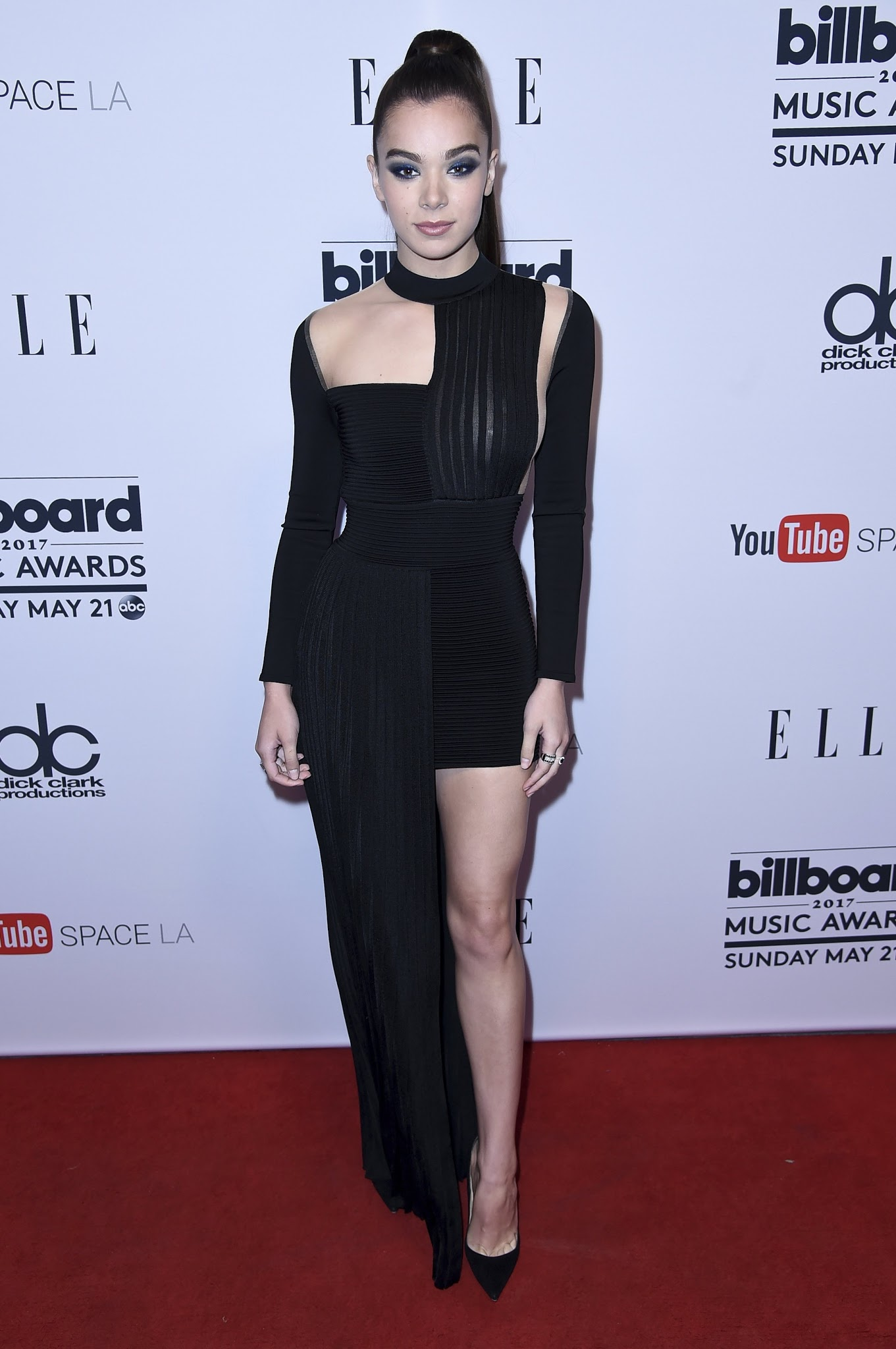 Miley Cyrus Alfombra Roja The Toe Cleavage Blog