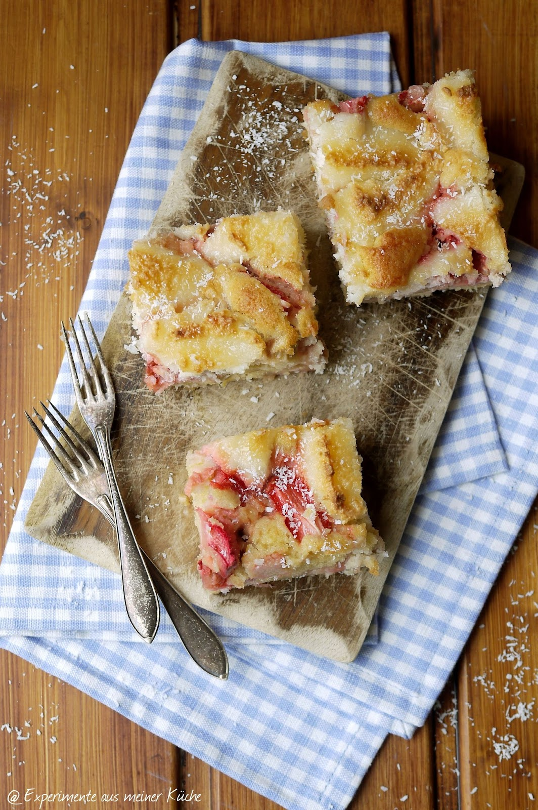 Experimente Aus Meiner Kuche Erdbeer Rhabarber Kuchen Mit Makronenguss