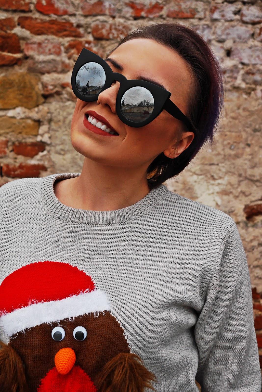 1_sweterek_swiateczny_czarna_spodnica_skorzana_koronka_czerwone_szpilki_kokardki_karyn_blog-Modowy_031217