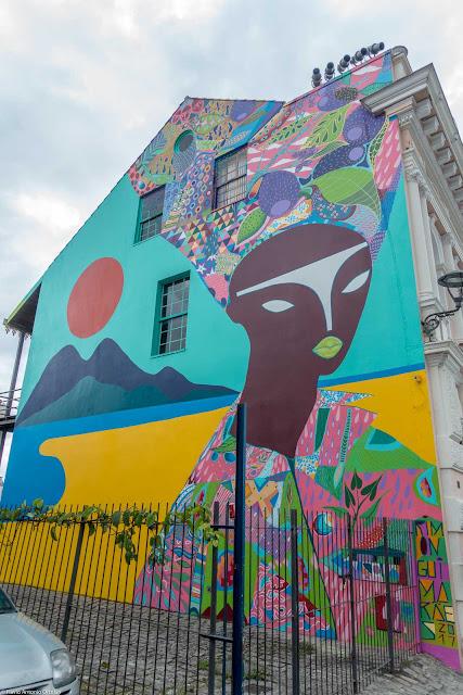 Grafite de Rimon Guimarães na lateral da Casa Hoffmann
