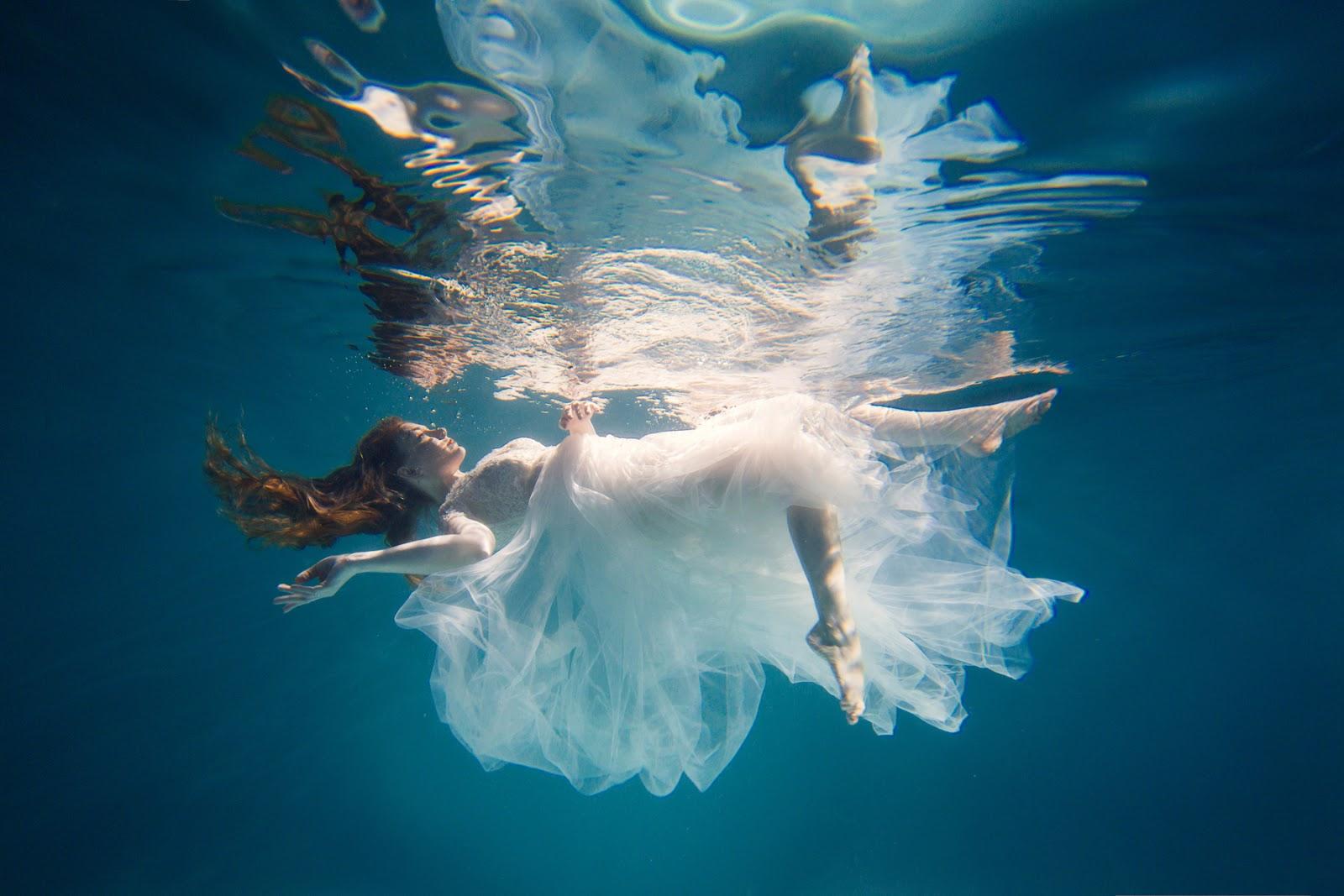 in-water-girl-pik