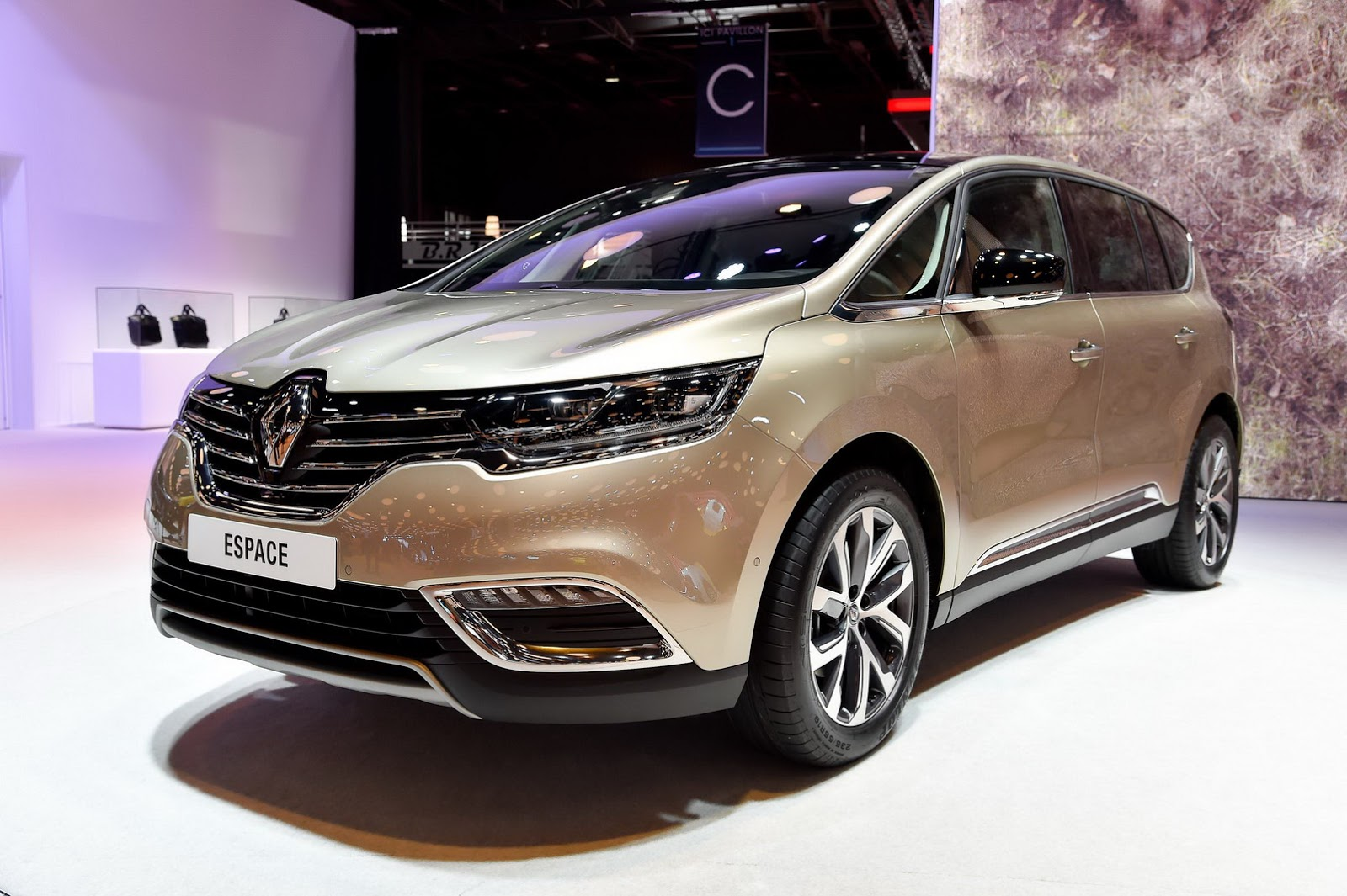 new renault espace is different yet the same fresh photos carscoops. Black Bedroom Furniture Sets. Home Design Ideas