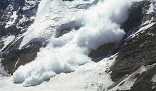 nine-people-including-officer-die-in-avalanches-in-kashmir