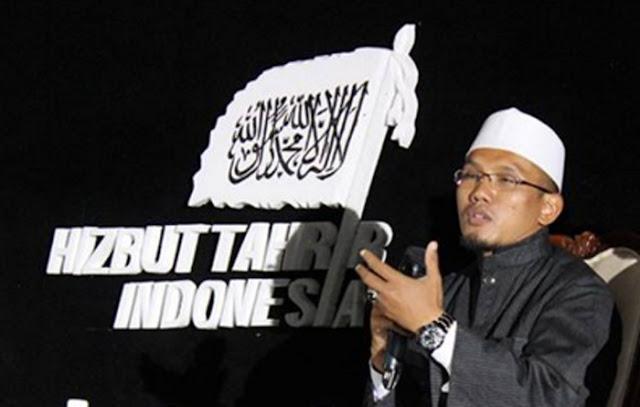 """Ketua Lajnah Tsaqafiyah DPP Hizbut Tahrir Indonesia (HTI) KH Hafidz Abdurrahman dihadapan sekitar 3.000 peserta Muktamar Tokoh Umat menyatakan penerapan syariat Islam secara kaffah tidak mungkin terwujud kecuali melalui pemerintahan negara Khilafah Rasyidah.      """"Karenanya tidak ada kata lain, satu-satunya jalan adalah dengan cara menegakkan khilafah,"""" cetusnya, Sabtu (23/4) di Balai Sudirman, Jakarta."""