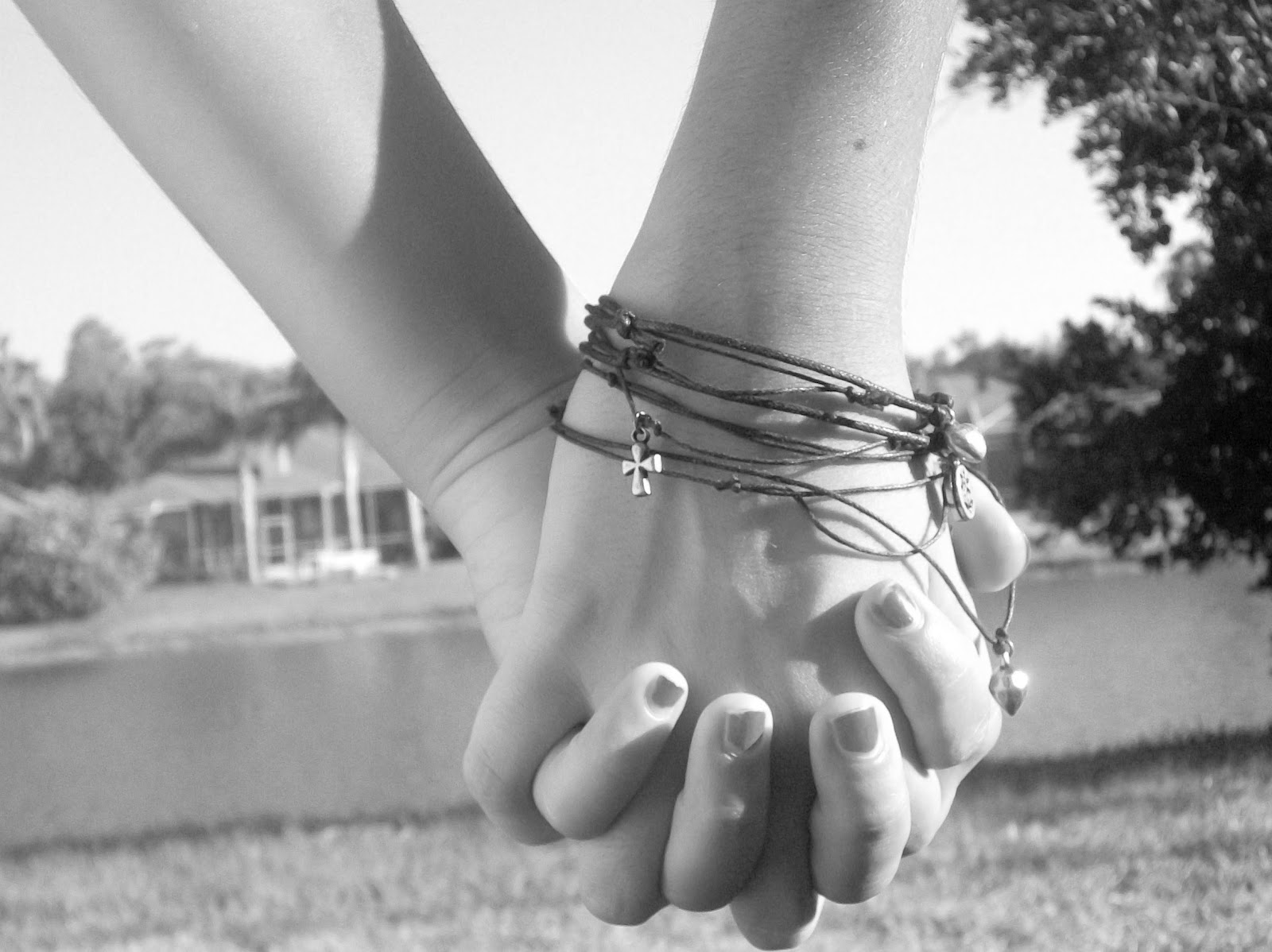 Best Friends Holding Hands In Black And White | www.imgkid ...