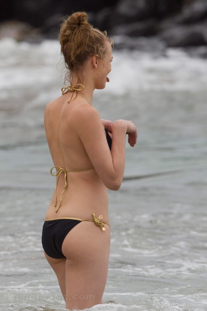 Yvonne strahovski chuck shower amp lingerie