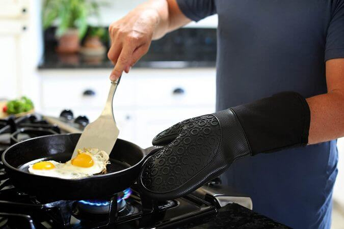 29 Life-Saving Kitchen Inventions We Wished We Had In Our Own House - Homwe Silicone Oven Mitts and Potholders