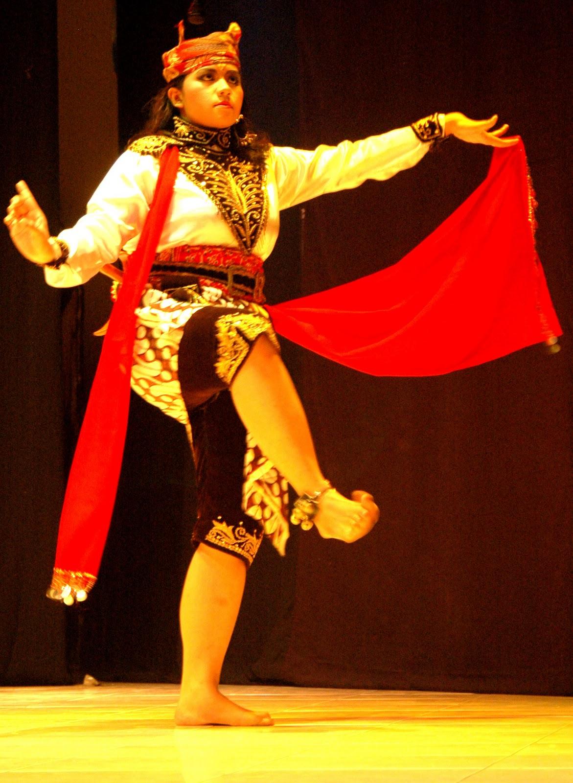 Contoh Gerakan Tari Remo : contoh, gerakan, Modis, Kostum