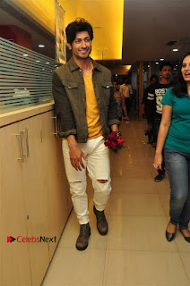 Vidyut Jamwal Adah Sharma Commando 2 Movie Team at Radio Mirchi 95  0005.jpg