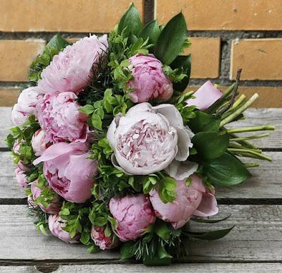 https://centre-flower.ru/buket-pionov/sarah-bernard-15.html