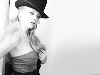 Amanda seyfried with black color hat wallpapers