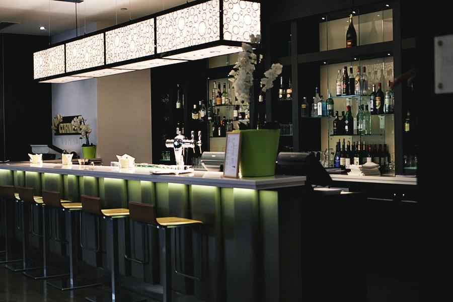 bar hotel service hilton