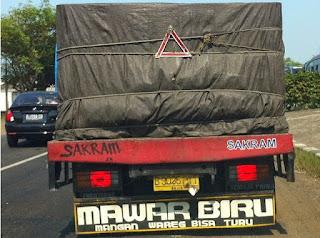 lukisan belakang bak truk paling keren lucu