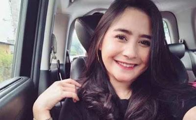 Foto%2BPrilly%2BLatuconsina%2BTerbaru%2B2 Foto Prilly Latuconsina Terbaru Dan Liku liku Kehidupan Artis Cantik Indonesia