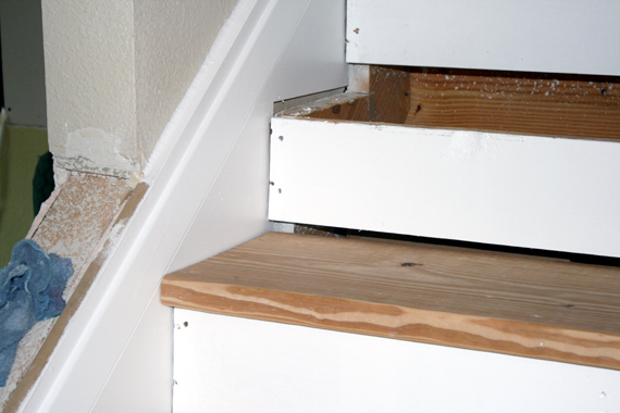 how to fix stair tread gaps