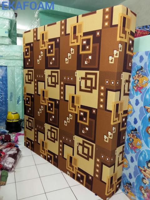 kasur busa inoac motif abstrak kotak krem