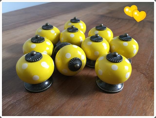 puxadores bolinhas amarelas