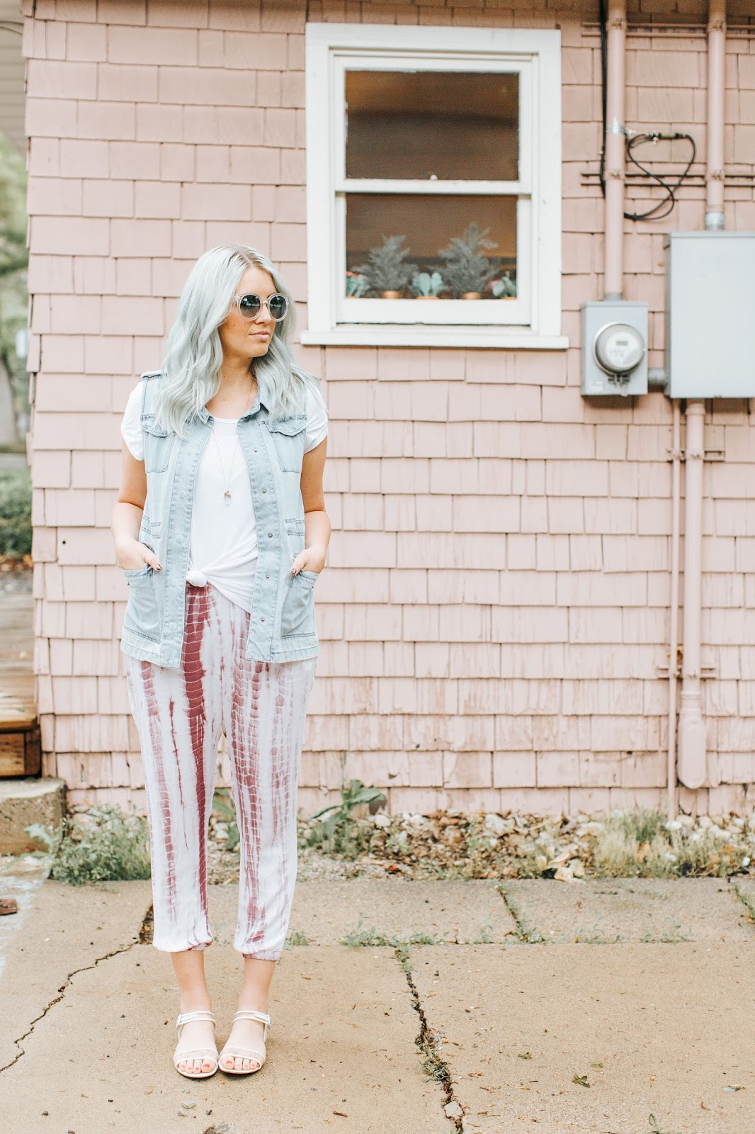Modest Fashion Blogger, Utah Fashion blogger ,Tie Dye Pants