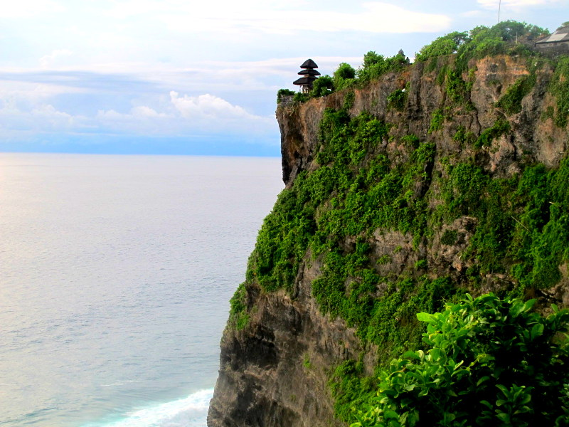 The cliff hanging temple @ Uluwatu Temple